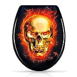 WC Sitz mit Absenkautomatik - 'Burning Skull' Design - Duroplast Toilettendeckel mit Motiv inkl. Montagesatz - Grinscard