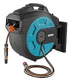 GARDENA Comfort Wand-Schlauchbox 25 roll-up automatic: Schwenkbare Schlauchtrommel, 25 m GARDENA Qualitätsschlauch, kurze Arretierstops, inkl. Wandhalterung, Systemteilen und Spritze (8023-20)