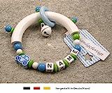 Baby Greifling Beißring halbrund mit Namen | individuelles Holz Lernspielzeug als Geschenk zur Geburt & Taufe | Jungen Motiv Auto in blau