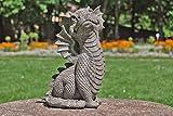 Süsser Gartendrache schaut nach oben Drache Figur Gartenfigur