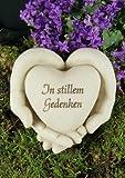 Grabschmuck Hände mit Herz, Aufschrift 'In stillem Gedenken'